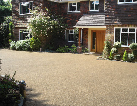 Clearstone-resin-bound-gravel-installation-3