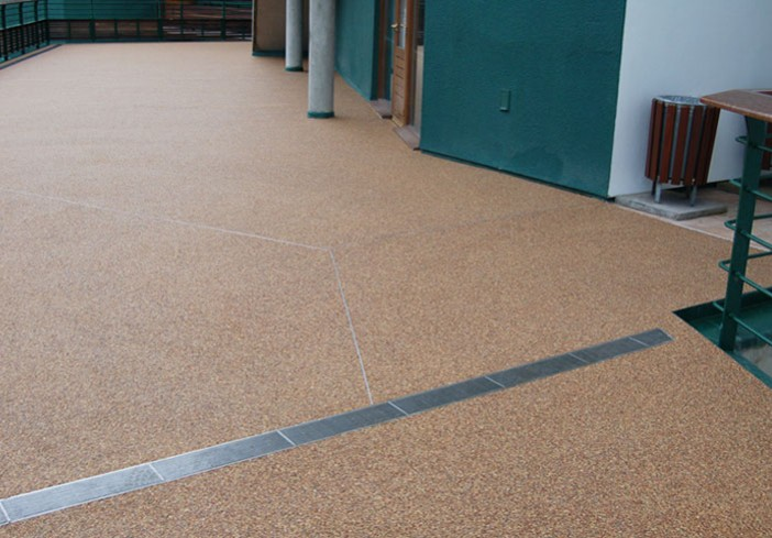 Resin bonded surfaces at Wimbledon tennis
