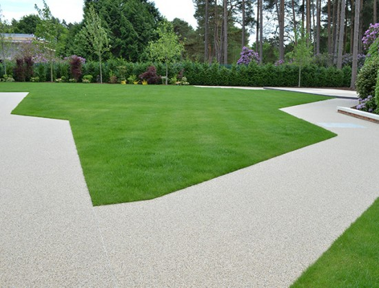 Clearstone resin drive case study for Lanesborough House in Wentworth