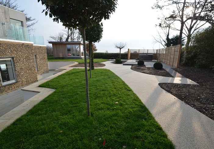 Resin drive for Saltmarsh House in Burham Market, landscape designed by Frosts Landscapes Clearstone case study