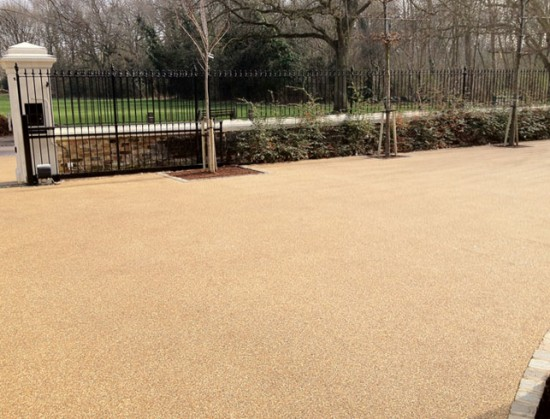 Barns-Clearstone-case-study-resin-driveway-picture