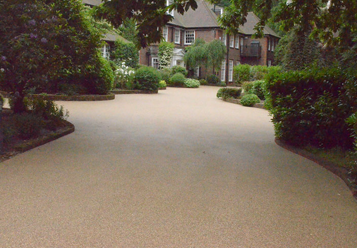 Resin Bound Gravel Driveway in Flaxen Pea colour, Wentworth, Surrey installed by Clearstone