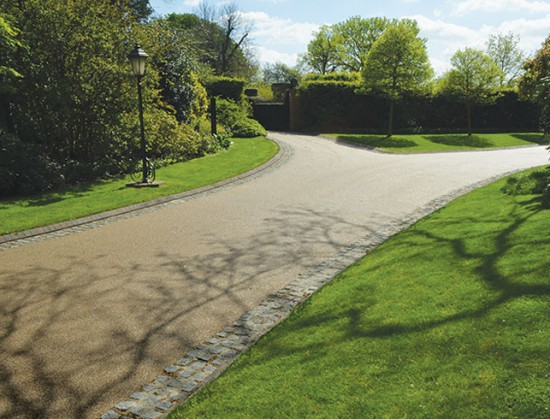 Contemporary driveway at Regents Park