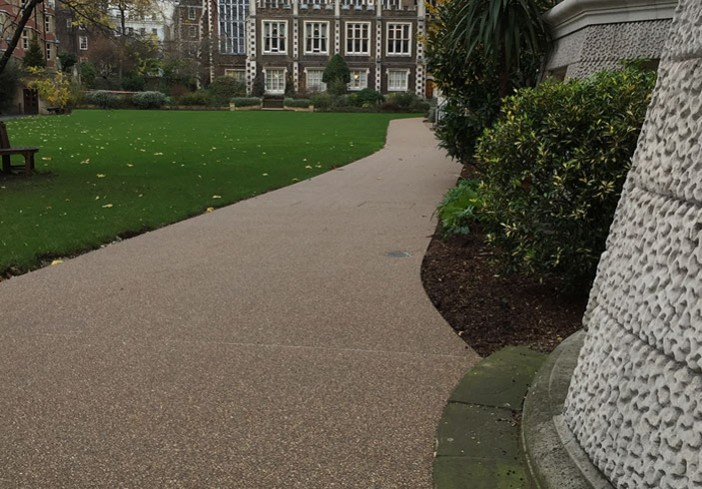 Middle-Temple-Connecting -Resin-Bound-Gravel-Walkway-picture