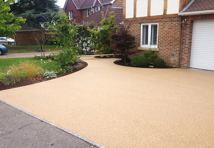 Resin Bound Gravel Driveway in Chesil colour, Warfield, Surrey installed by Clearstone