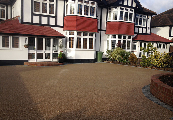 Resin Bound Gravel Driveway in Flaxen Pea colour, Beckenham, Kent installed by Clearstone