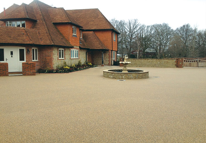 Resin Bound Gravel Driveway in Chesil colour, Billingshurst, West Sussex installed by Clearstone