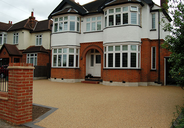 Resin Bound Gravel Driveway in Flaxen Pea colour, Upminster, Essex installed by Clearstone